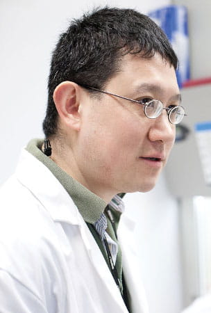 Making babies more resistant to infection is a focus of Dr. Sing Sing Way's research.